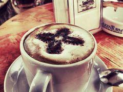 MORGENS EINEN CAFE