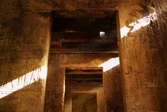 Morgensonne im Horus-Tempel in Edfu, Ägypten