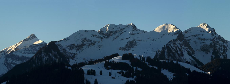 Morgensonne im Saanenland (Kanton Bern)