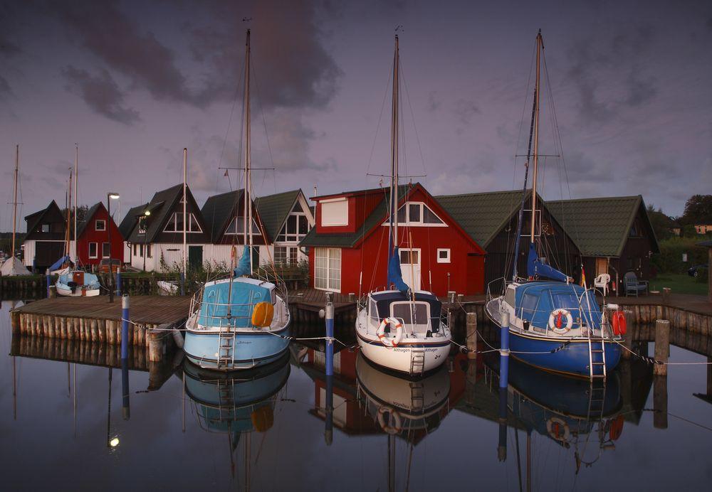 Morgenstimmung im Althagener Hafen