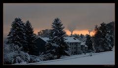 Morgenstimmung mit Rauch und Schnee