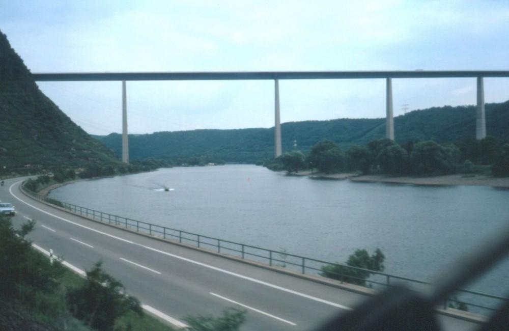Mosel Autobahnbrücke in Winningen
