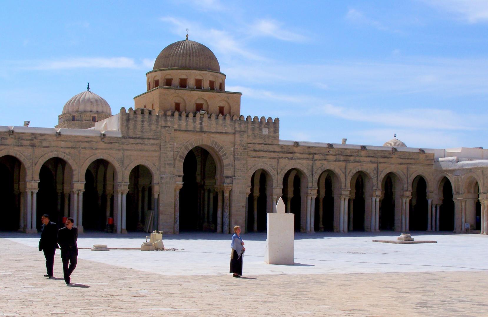 Mosquée de Kairouan - Bab Al Gharbi,, porte d'entrée à la salle de prières