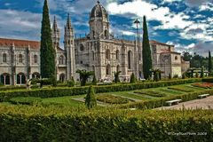 Mosteiro dos Jeronimos in Lisboa mit Garten