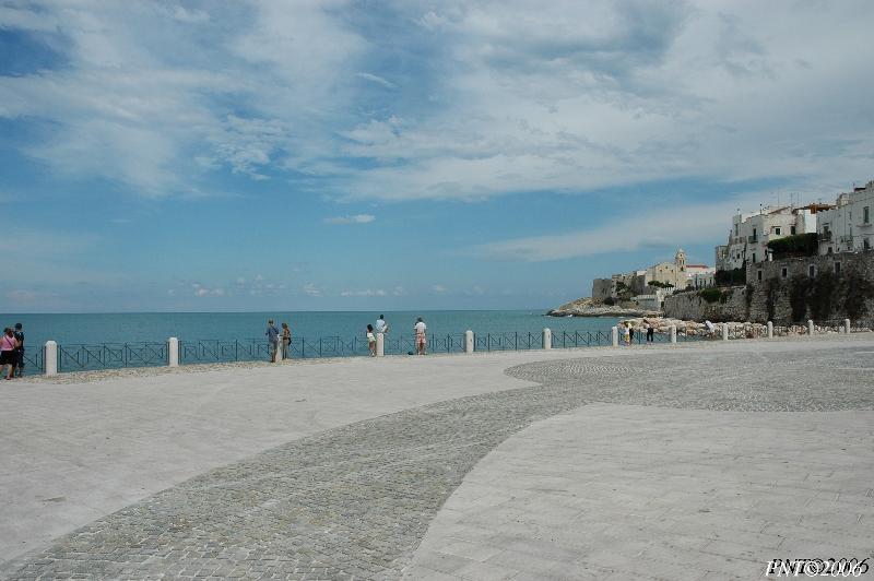 """Mostra online di Nicola Tavernini: """"Cartoline dal Gargano"""" - 8. Guardando il mare"""
