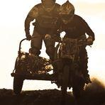 Moto Cross im Gegenlicht