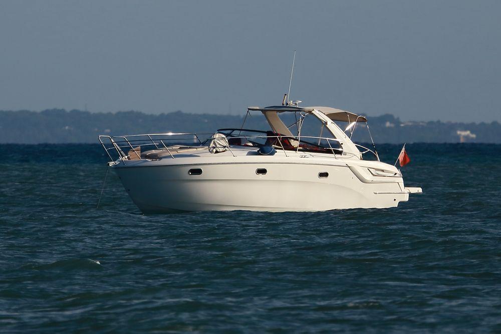 Motorboot vor Ibiza