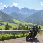 Motorrad vor Geislerspitzen