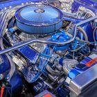 Motorraum eines Ford Mustang (Farbe)