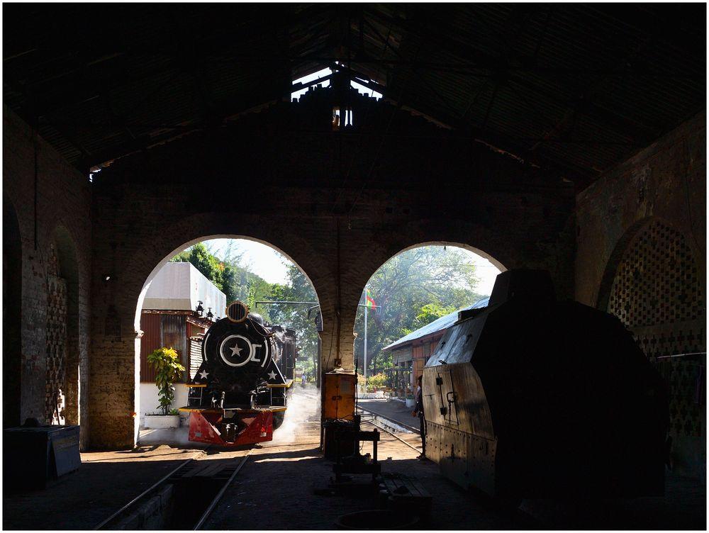 Mottama Depot X  -  Blick aus dem Schuppen