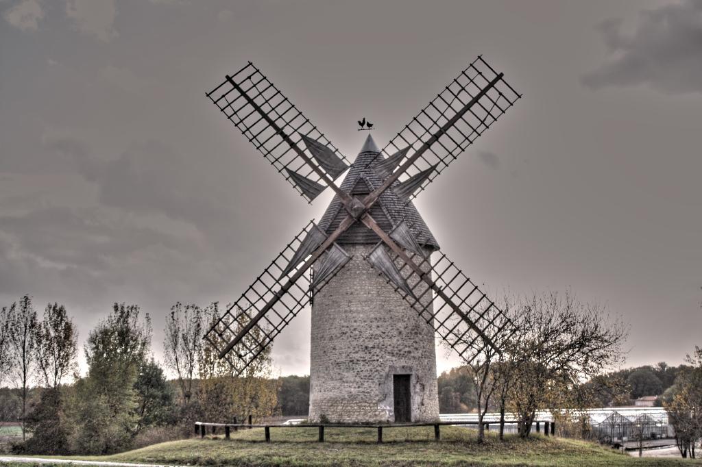 Moulin dans la grisaille... retraité (Meux, charente-maritime)