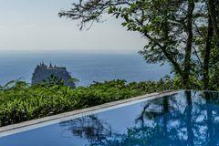 ...Mount Popa Blick vom Popa Mountain Resort aus...