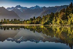 Mount Tasman und Mount Cook gespiegelt im Lake Matheson