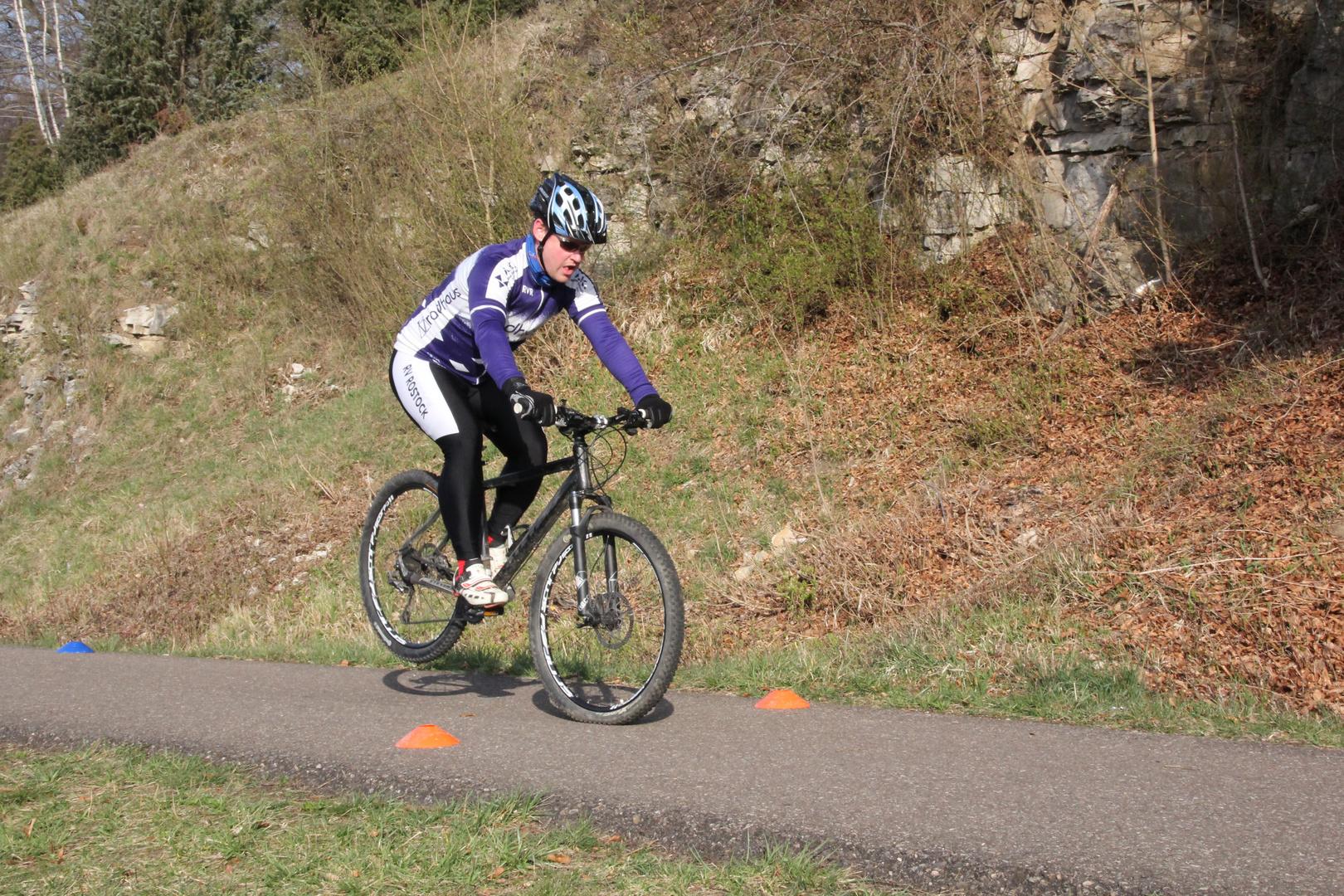Mountain Biker beim üben auf der Härtsfeldtrasse