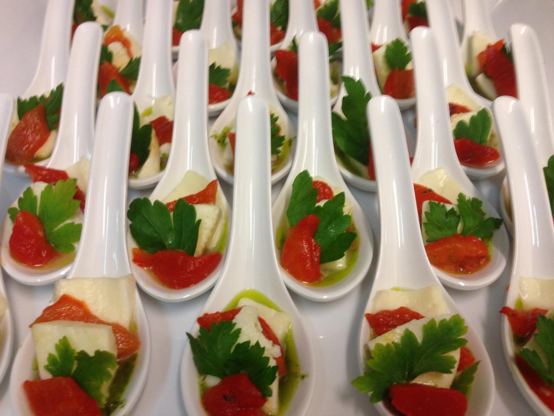 Mozarella mit marinierter roter Paprika...