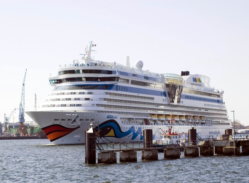 """MS """"AIDAbella """" Auslaufen Kiel Heute 21.04.08 10,54 Uhr"""