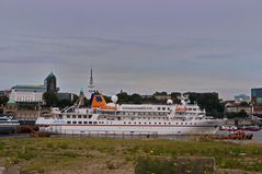MS Bremen läuft von einer Expedition in Hamburg ein