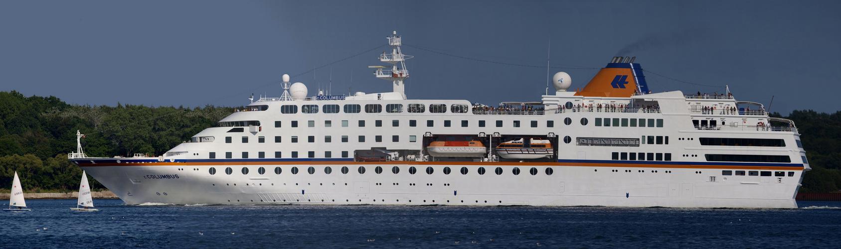 MS Columbus verlässt den Kieler Hafen 2010