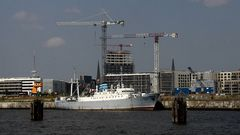 MS Stubnitz vor HafenCity