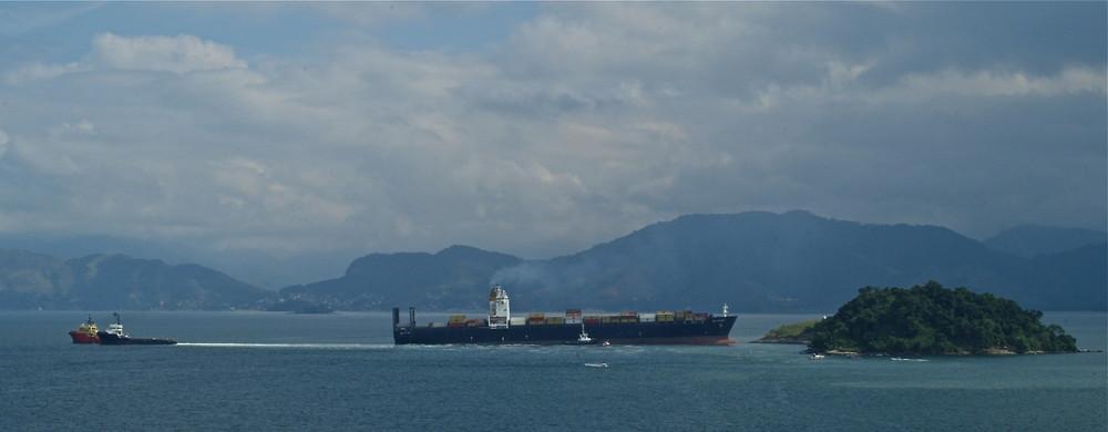 MSC Antares close encounter with Jurubaiba Island