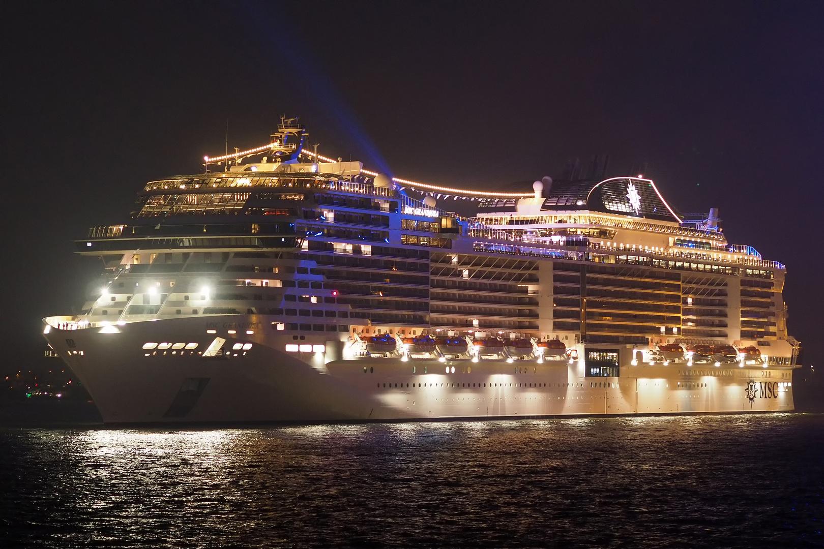 MSC GRANDIOSA Foto & Bild | schiffe und seewege ...
