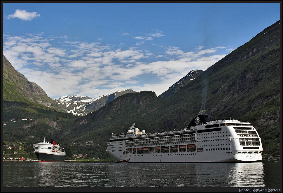 MSC OPERA und die Mary im Geirangerfjord.