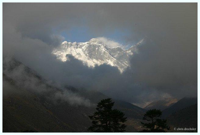 Mt. Everest in natürlichem Bilderrahmen