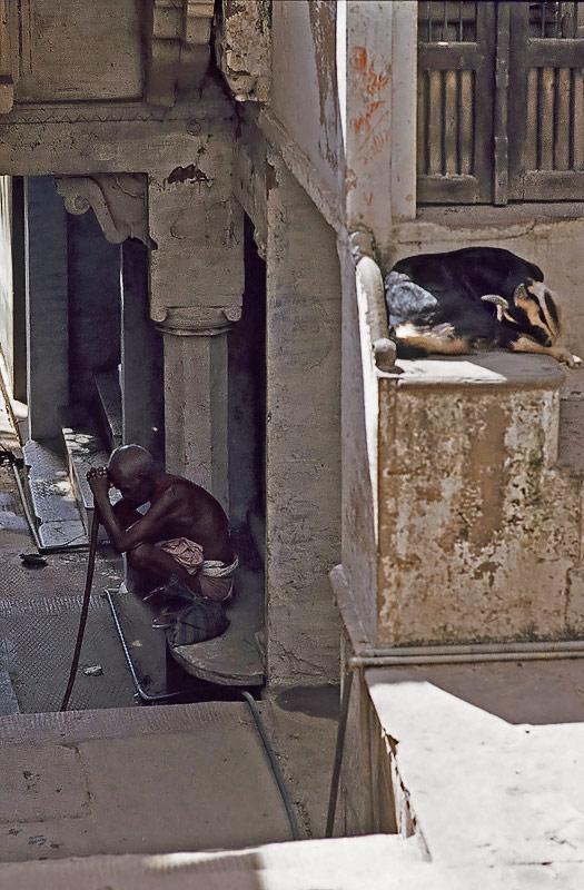 müde in Benares