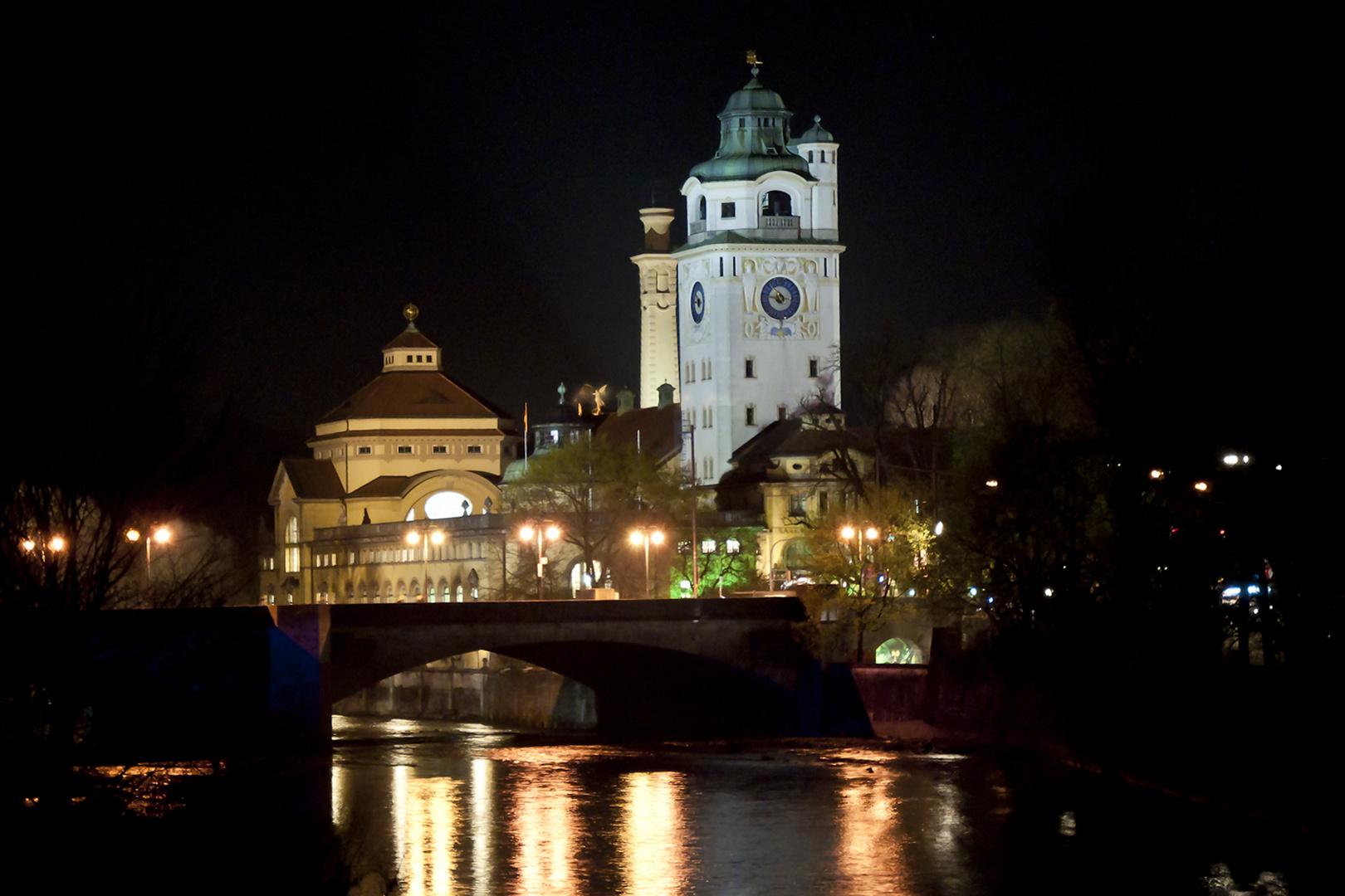 Müllersches Volksbad bei Nacht