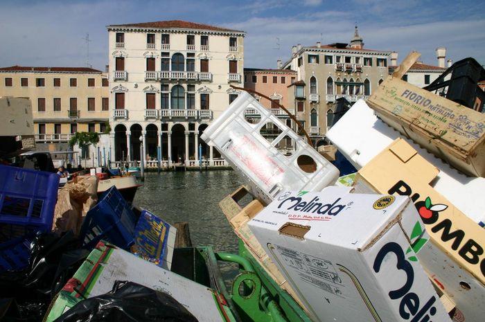 Müllinstallation venedig 1
