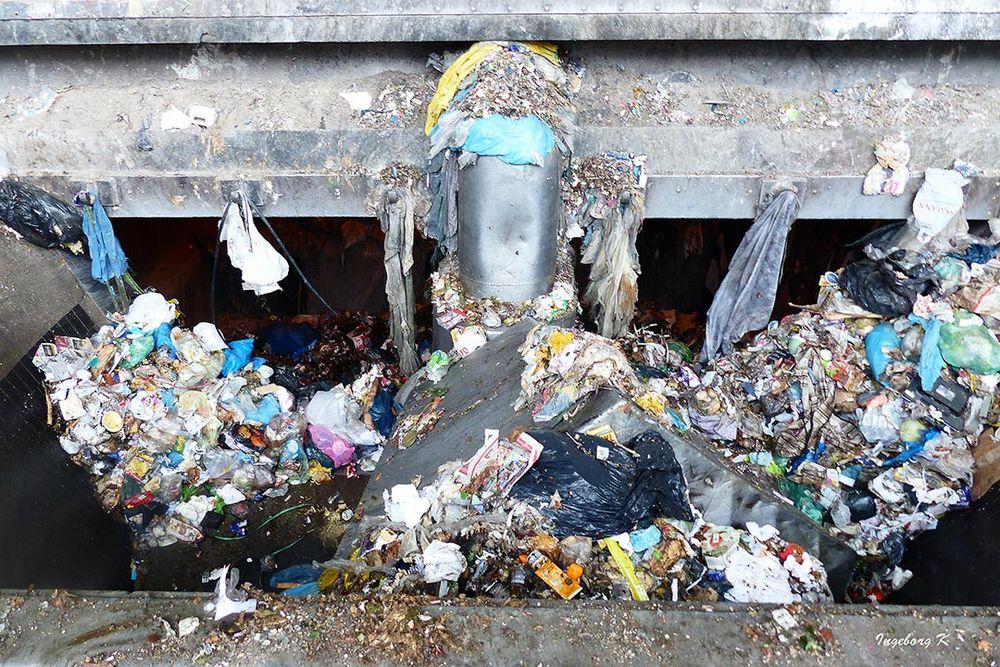 Müllverbrennungsanlage Flingern - abgeladener Hausmüll