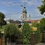 MÜNCHEN - Der Maibaum steht noch ! -