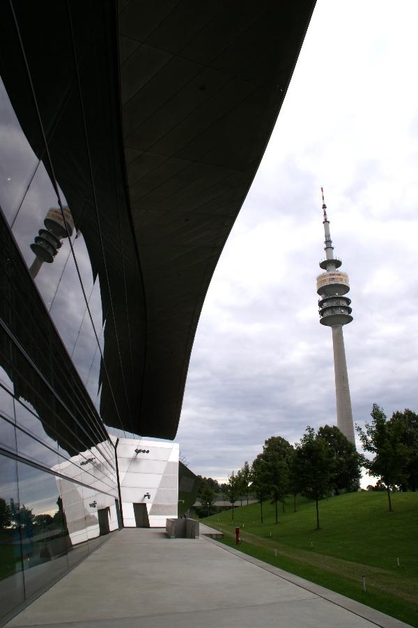 München hat auch einen schiefen Turm...