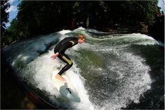 München River Surfing Eisbach - in der Mittagssonne