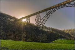 Müngstener Brücke im Gegenlicht