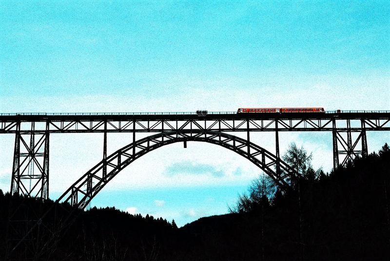 Müngstener Brücke mit Zug