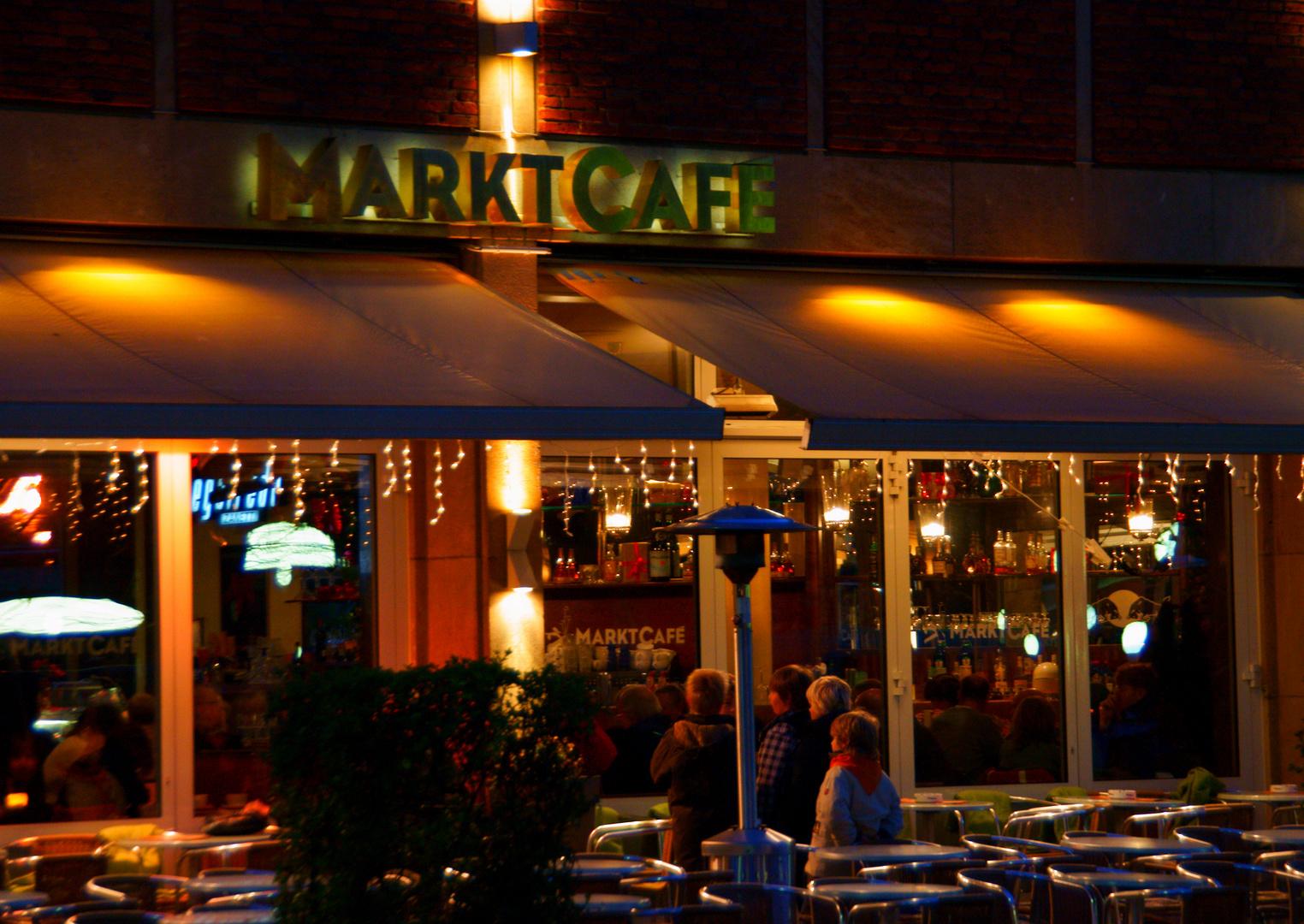 Münster, Marktcafé im Abendkleid