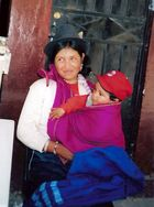 Mujer Peruana y su hijo