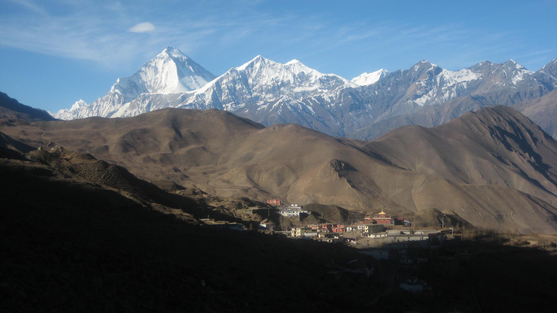 Muktinath und Dhaulagiri am Morgen