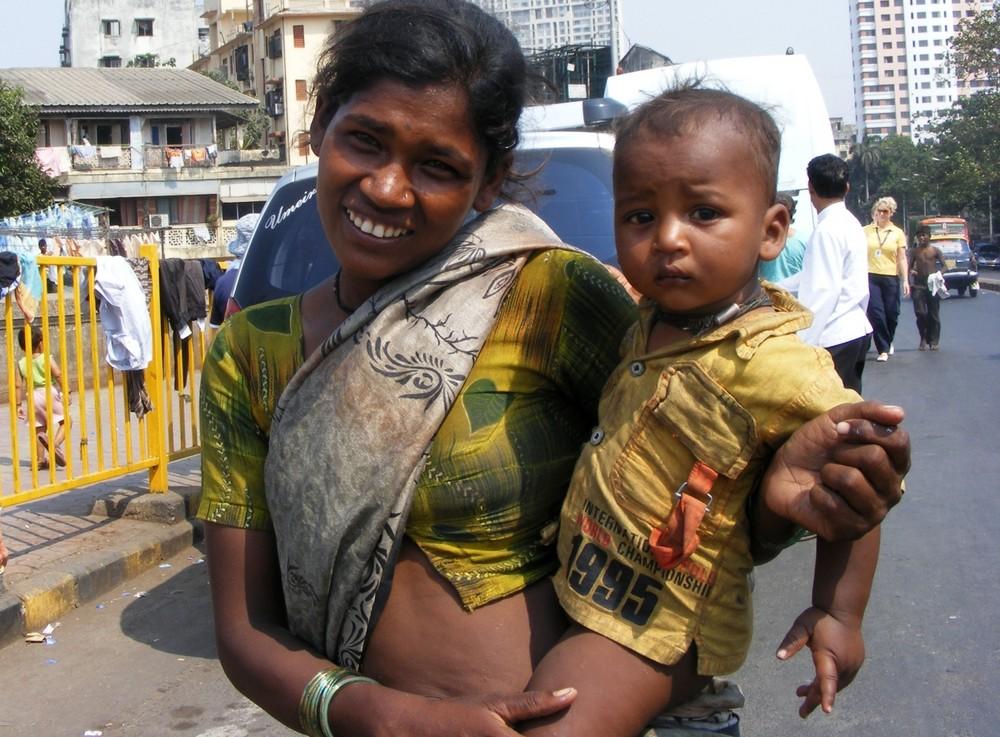 Mumbai - Bettlerin mit Kind