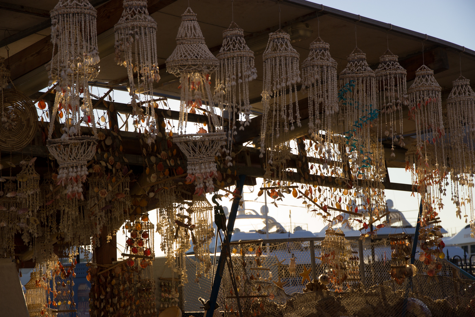 Muschelverkäufer im Hafen von Rhodos