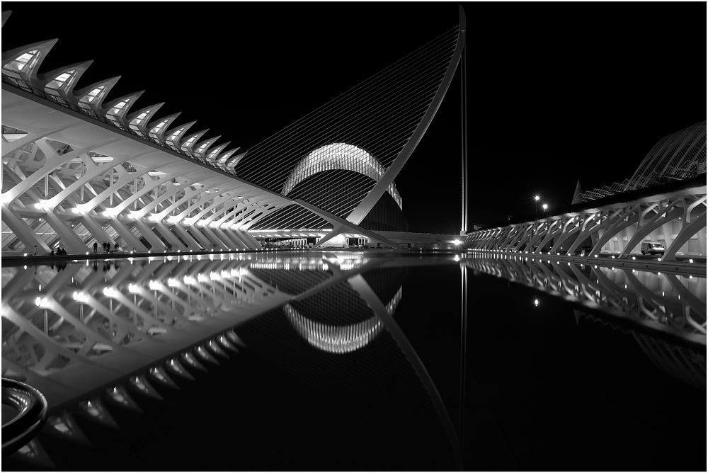 Museo, puente y L'Agora, b&n
