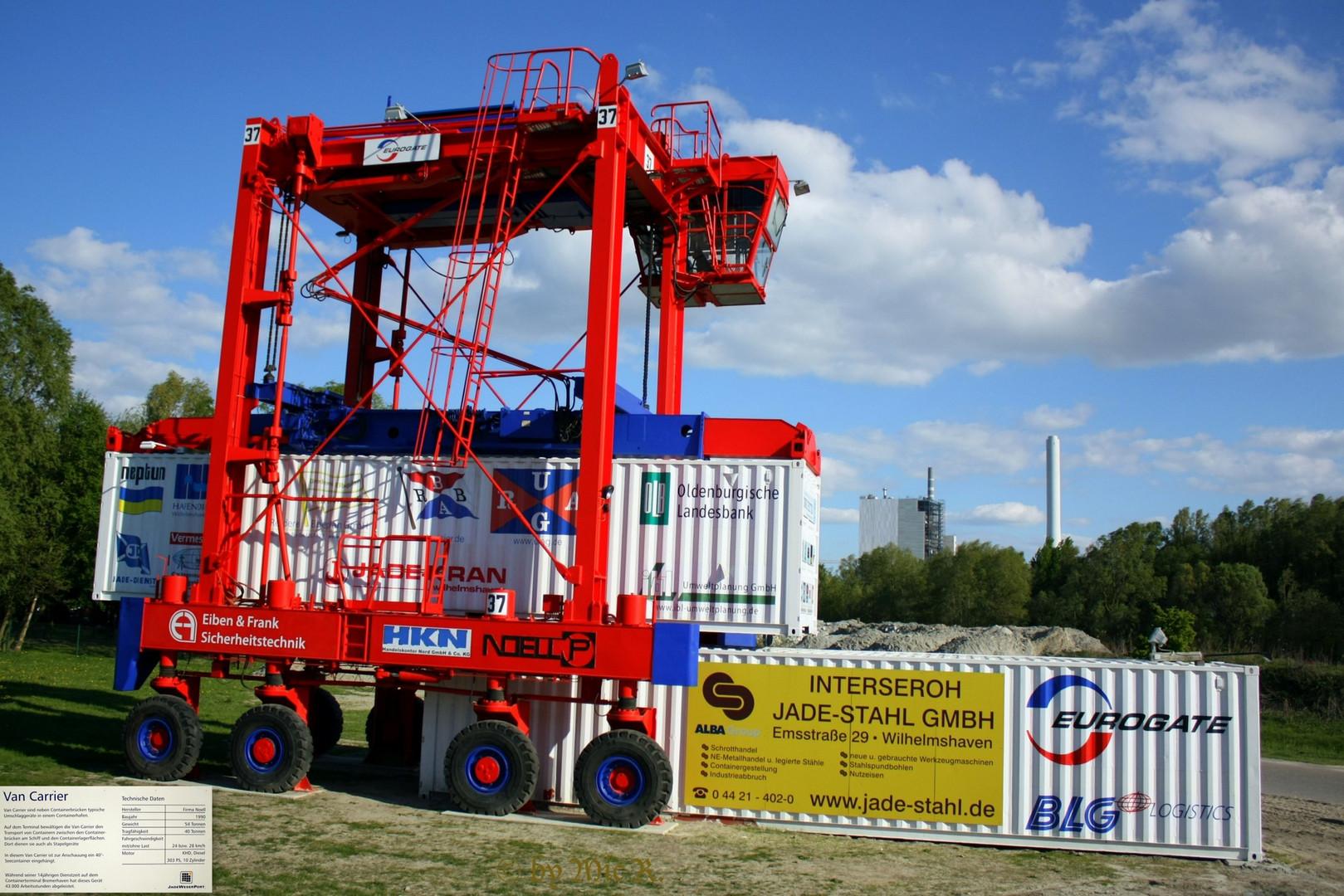 "Museums Van Carrier an der neuen JWP "" Jade - Weser Port "" Info Box in Wilhelmshaven"