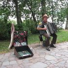 musicante lettone con fisarmonica