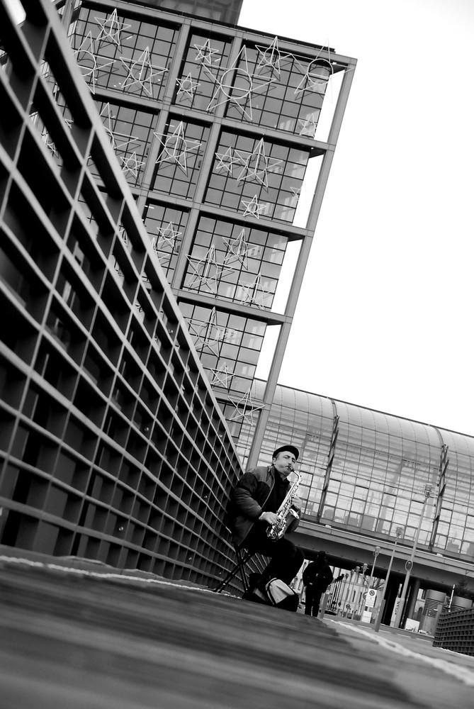 Musicien devant Hauptbahnhof