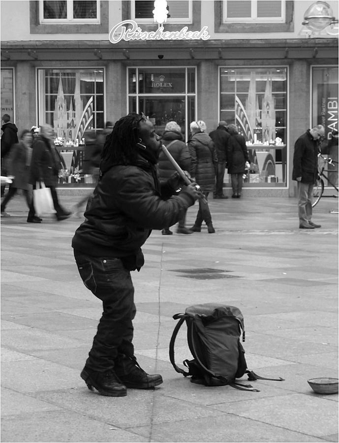 Musikant vor dem Kölner Dom