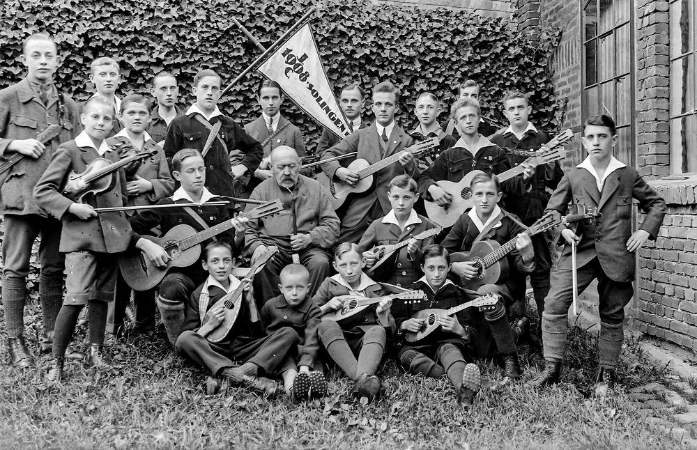 Musikgruppe von 1908...   .120_2819