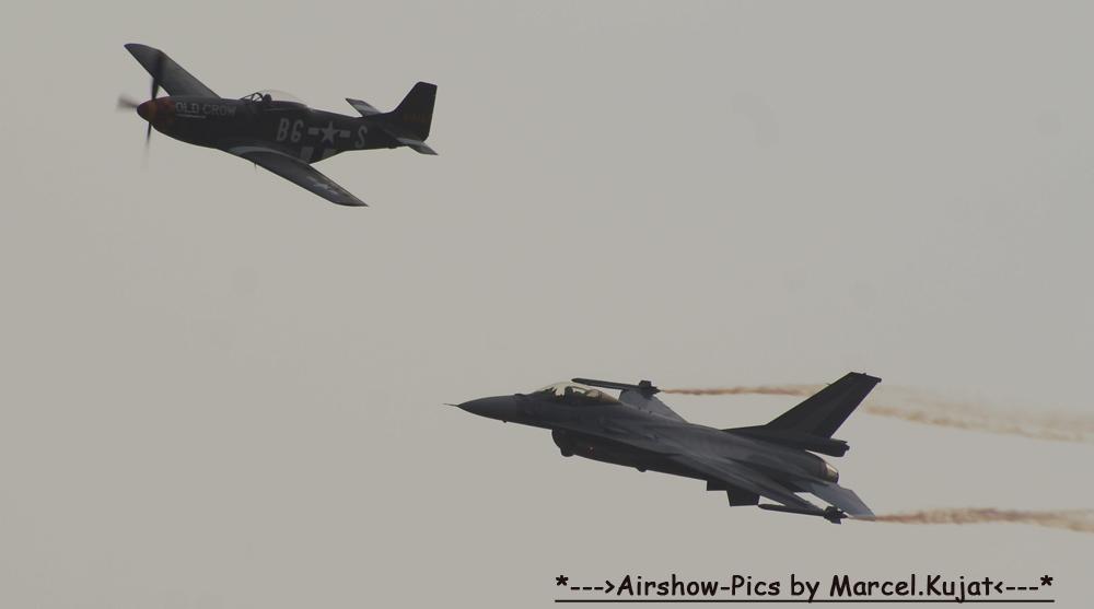 Mustang vs F-16 Flybye