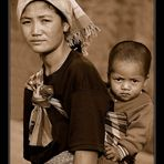 Mutter & Kind Akha Village - Sepia