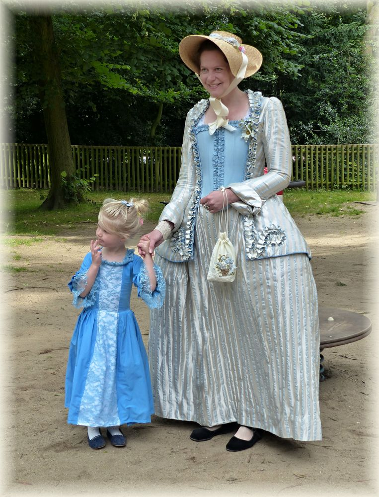 Mutter und Tochter Foto & Bild   dokumentation, outdoor